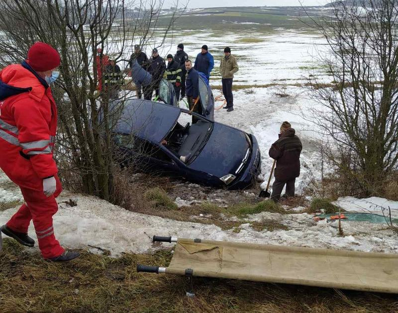 Красилівські рятувальники надали допомогу у ліквідації наслідків ДТП