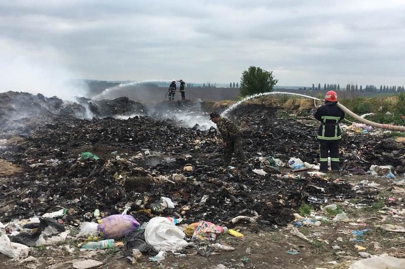 Рятувальники ДСНС ліквідували пожежу сміття на відкритій території