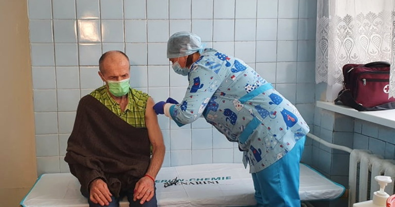 25 лютого медиків Хмельниччини почали вакцинувати від коронавірусу