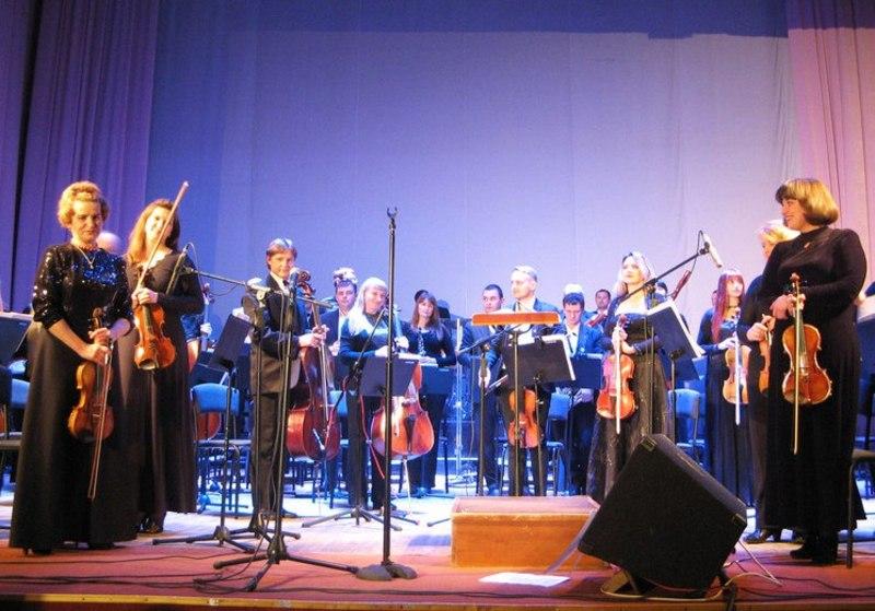 у філармонії симфонічний орекстр зіграє рок-хіти