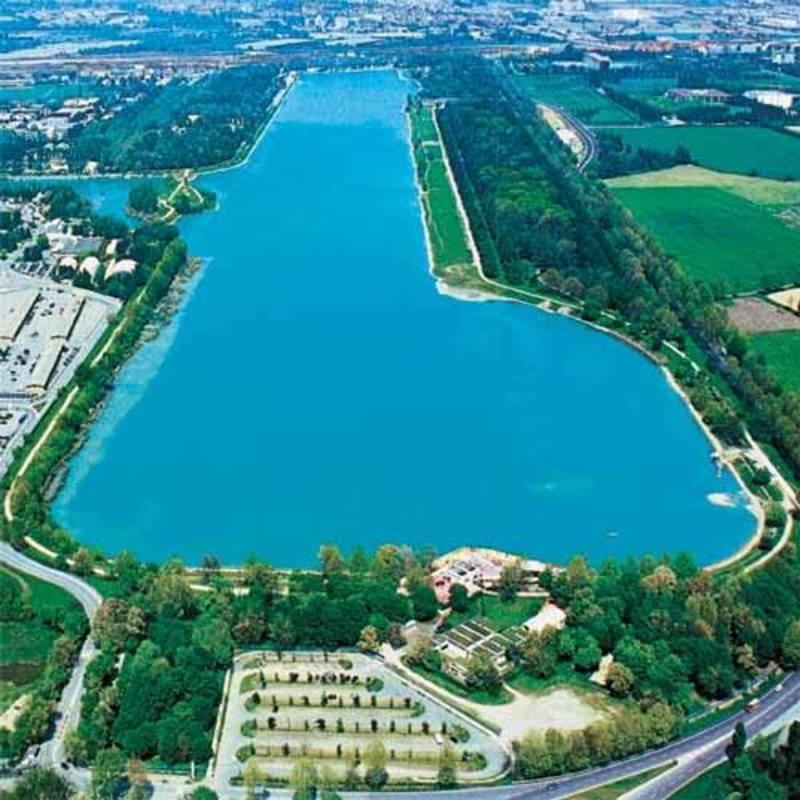 Ось на такому озері змагаються українські веслувальники на чемпіонаті світу в Мілані
