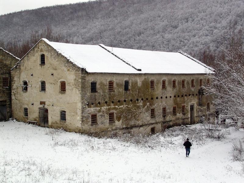Старовинний триповерховий млин графа Мархоцького у селі Притулівка