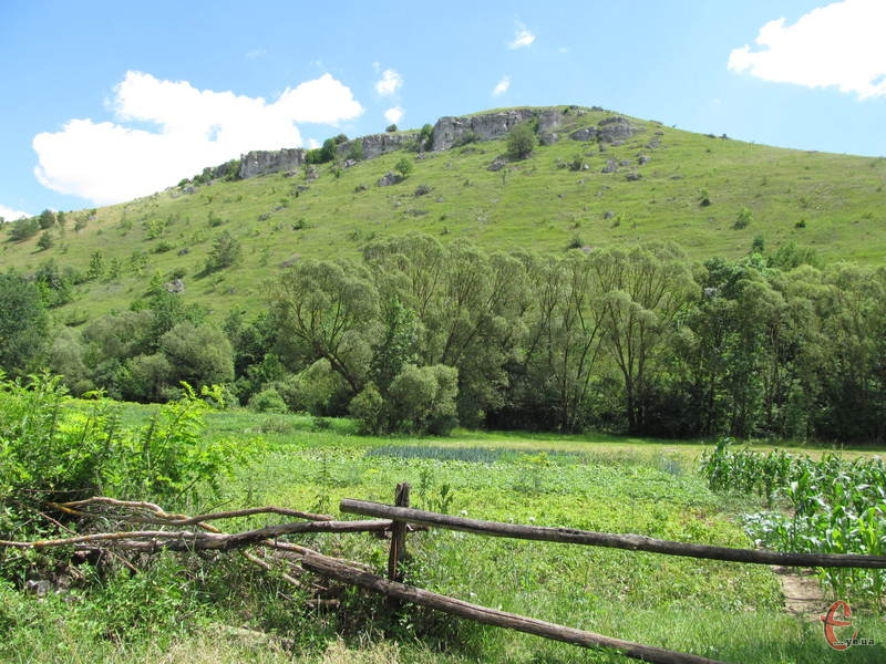 На горі Грабина розташоване давнє городище