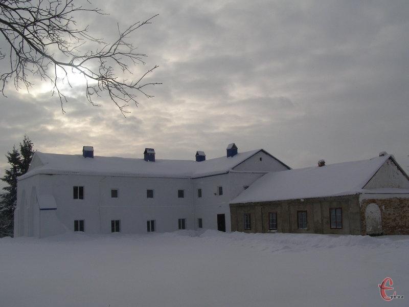 Коржівецький монастир взимку
