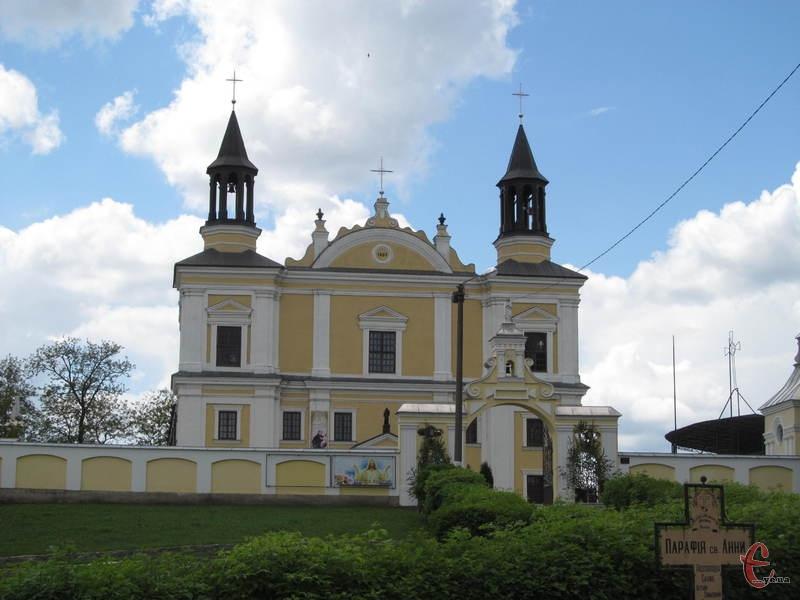 Історія костелу Святої Анни теж досить давня - вона налічує чотириста років