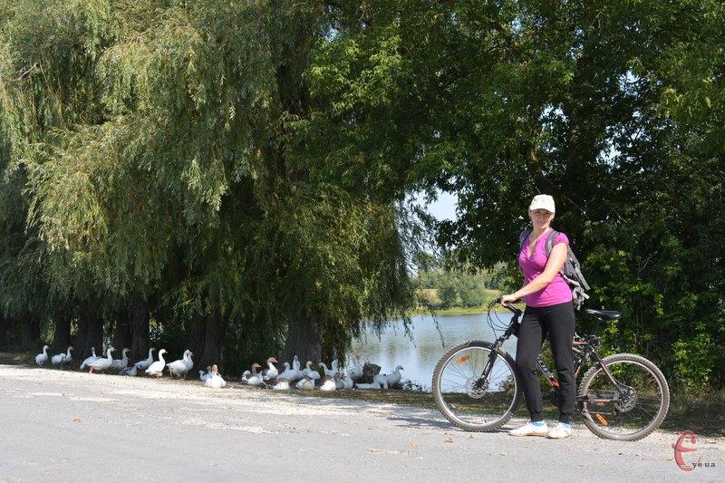 Біля ставка у селі Райківці
