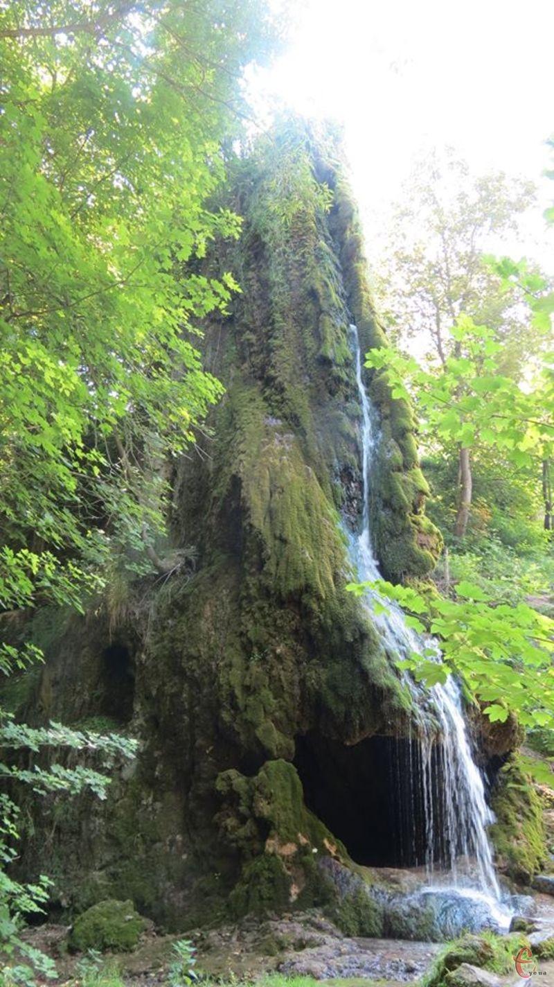 Водопад часто називають дивом природи