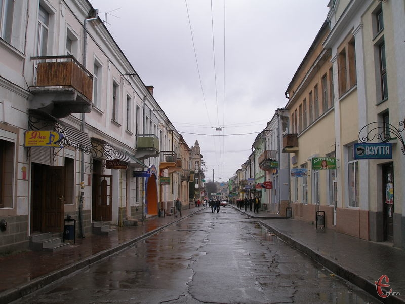 Одна із централних вулиць Бродів