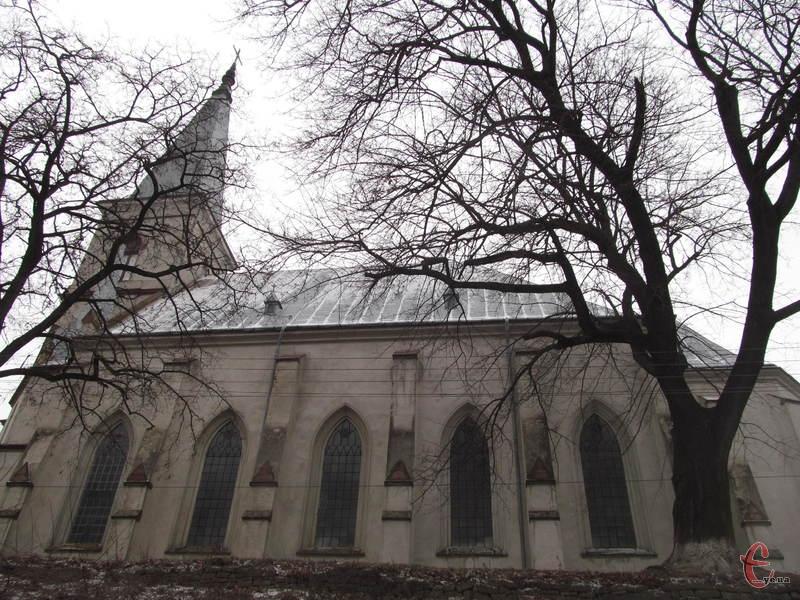 Неоготичний костел Святого Антонія - архітектурна домінанта Струсова