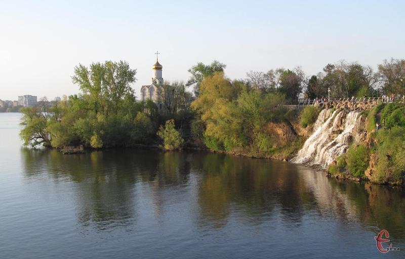 Монастирьский острів на Дніпрі - улюблене місце відпочинку городян