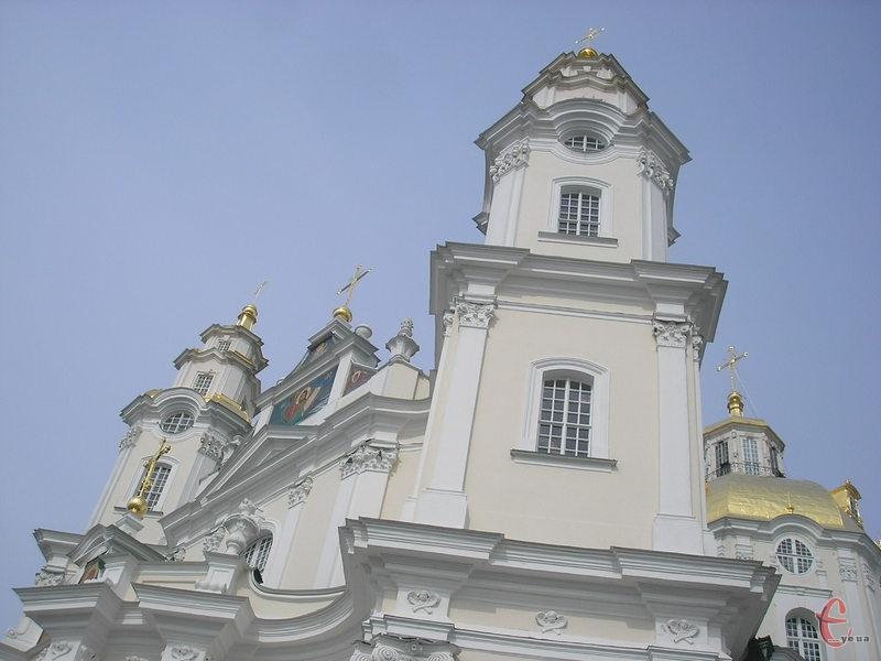 Почаївську Лавру почали будувати у XVI столітті