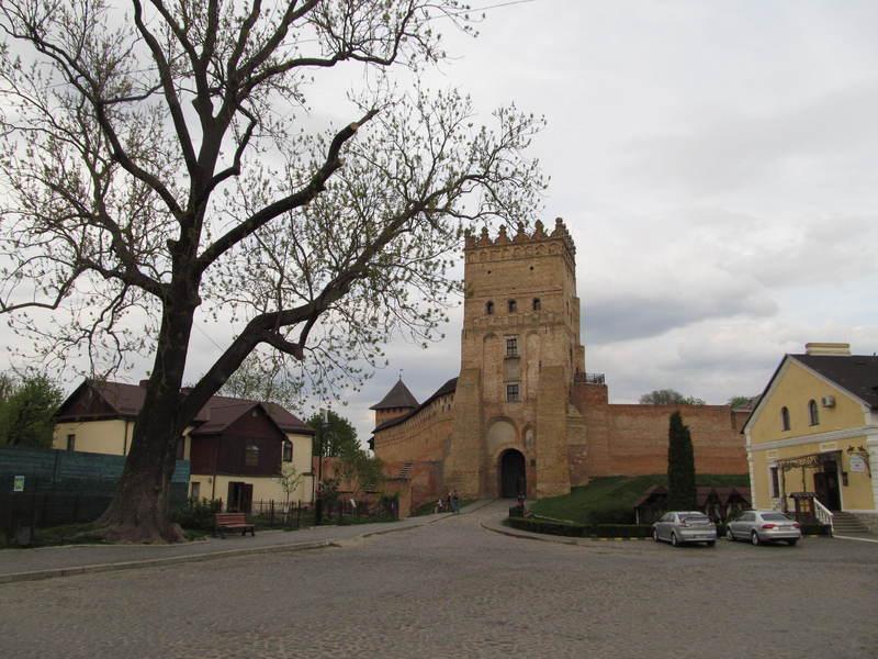 В'їзна вежа Луцького замку - візитівка міста