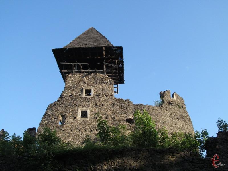 Найбільш вціліла башта Невицького замку