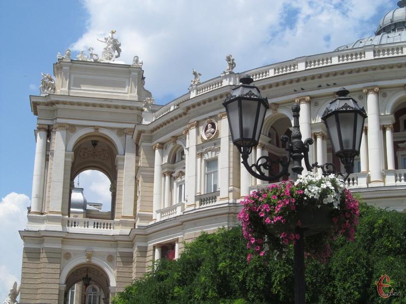Фрагмент Одеського оперного театру