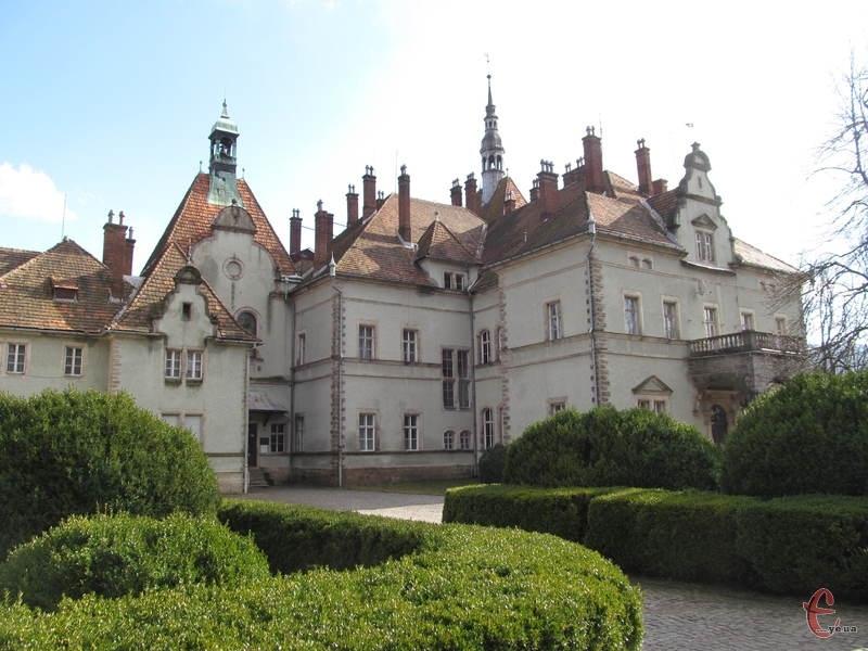 Палац збудовано у неоромантичному стилі