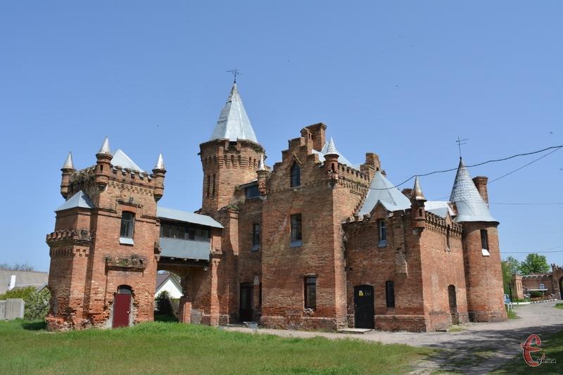 Західний флігель палацу називали ще англійським замком