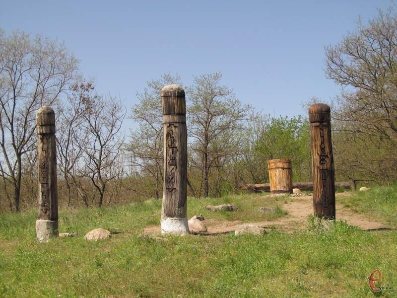 На острові є старовинні сакральні реліквії та сучасні язичницькі капища