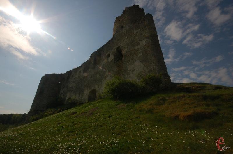 Руїни Сидорівського замку виглядають ефектно
