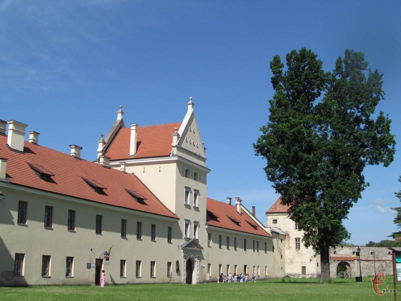 Фронтальне крило Жовківського замку