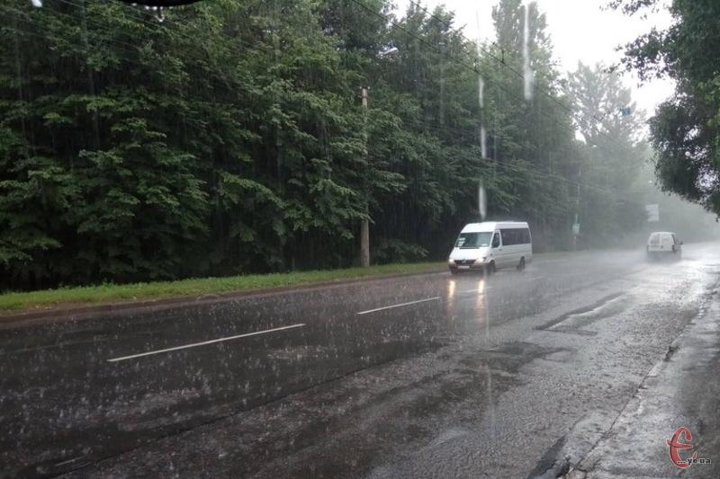 Синоптики у прогнозах поділилися, але парасольки прихопіть