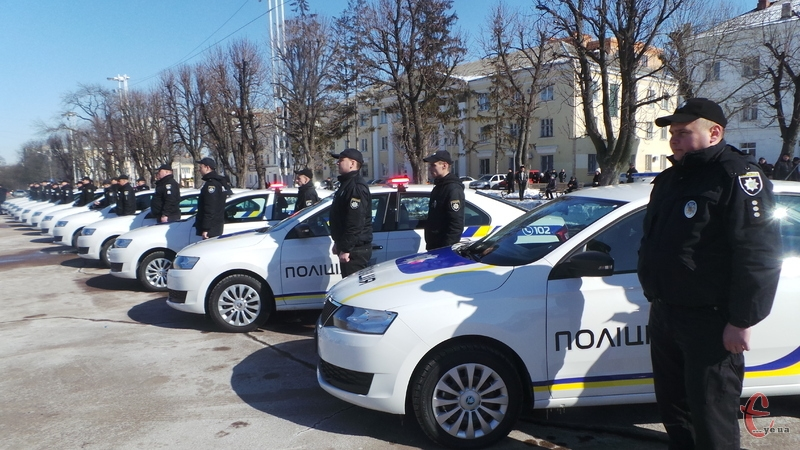 18 автомобілей, які були закуплені Нацполіцією, дісталися правоохоронцям Хмельниччини