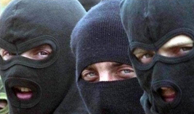 Невідомі напали в масках