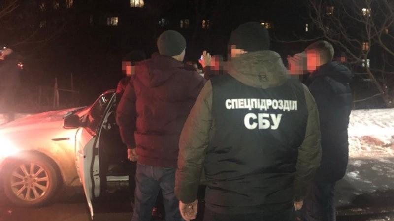 Хмельницькі правоохоронці затримали підозрюваних у Рівненській області