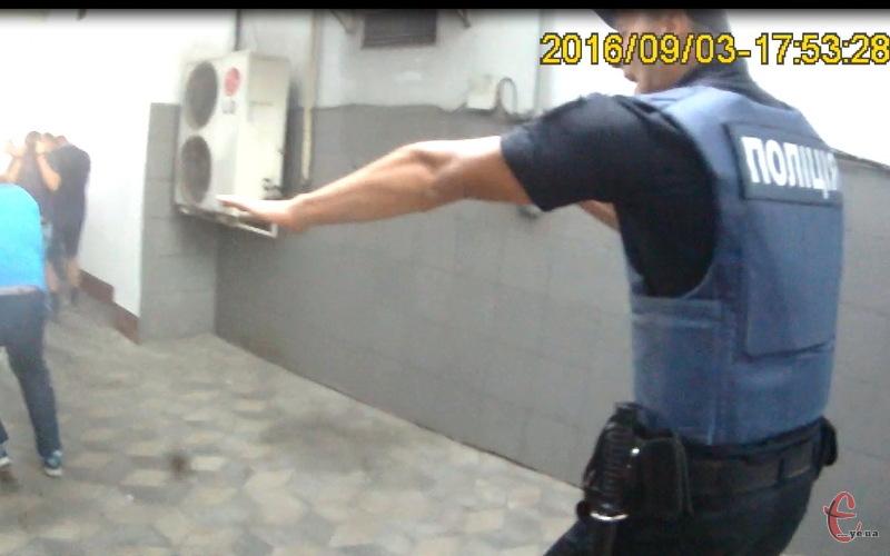 Поліцейський, який застосував газ після матчу - не перевищував своїх повноважень. Так вважає керівник патрульної поліції Хмельницького