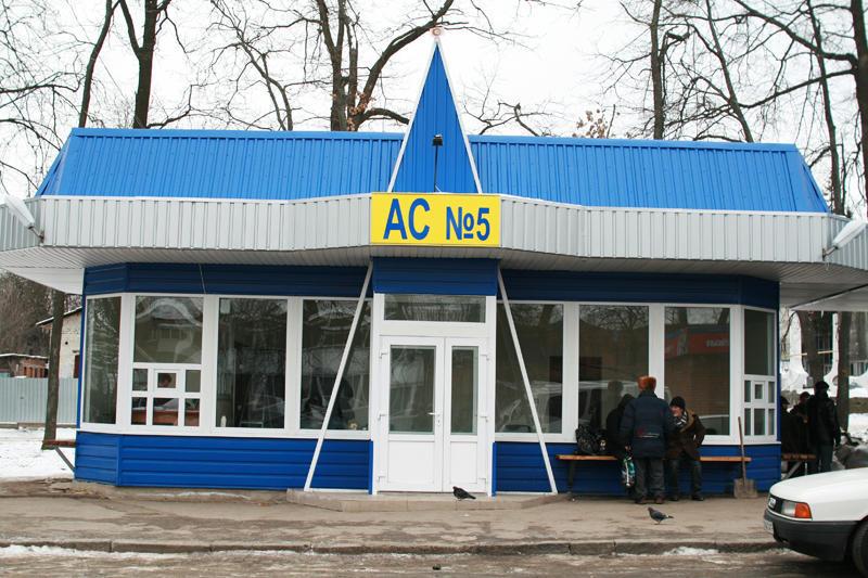 З Хмельницького до Кам'янець-Подільського доїхати на таксі - дорого.