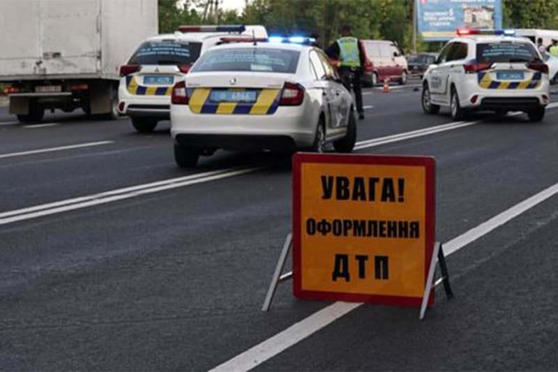 Свідків аварії за участі автобуса і автомобіля «Тесла» правоохоронці просять відгукнутися.