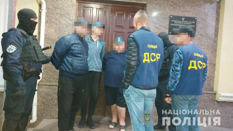 На Житомирщині правоохоронці затримували членів угруповання, які незаконно утримували громадян у неволі