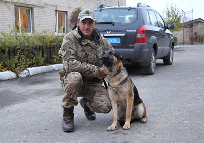 Затримати другого підозрюваного допоміг службовий собака