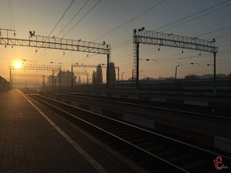 У Хмельницькому невідомий повідомив про замінування залізничного вокзалу