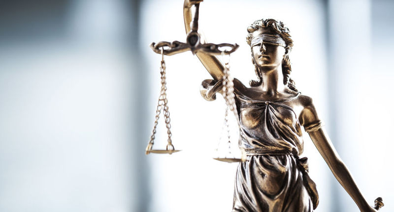 Полонський суд ухвалив вирок пенсіонеру, котрий з ножем кинувся на дружину