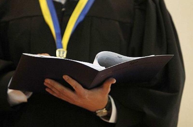 Вироком суду юнак має сплатити штраф та майнову з моральною шкодами