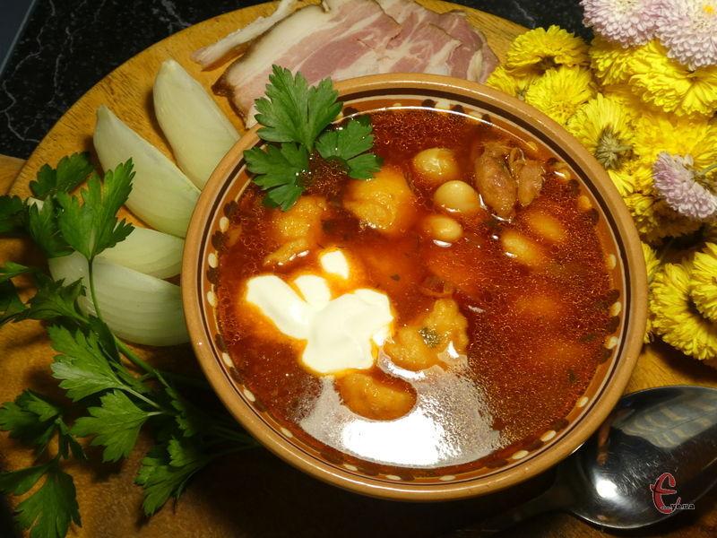 Родзинка цієї традиційної української страви — в полтавських галушках, які готуються дуже швидко, а смакують з борщем пречудово!