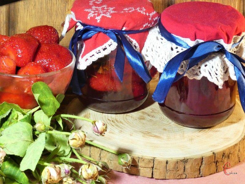 Варення неймовірно ароматне, з цікавим багатогранним смаком, консистенція у нього виходить желеподібною, а колір яскраво-червоним.