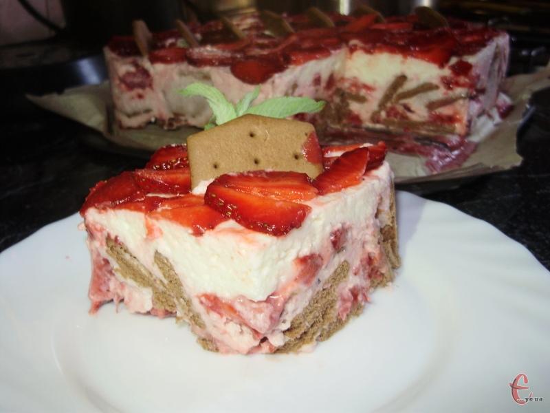 Торт ніжний і не сухий, за смаком схожий на елітний десерт