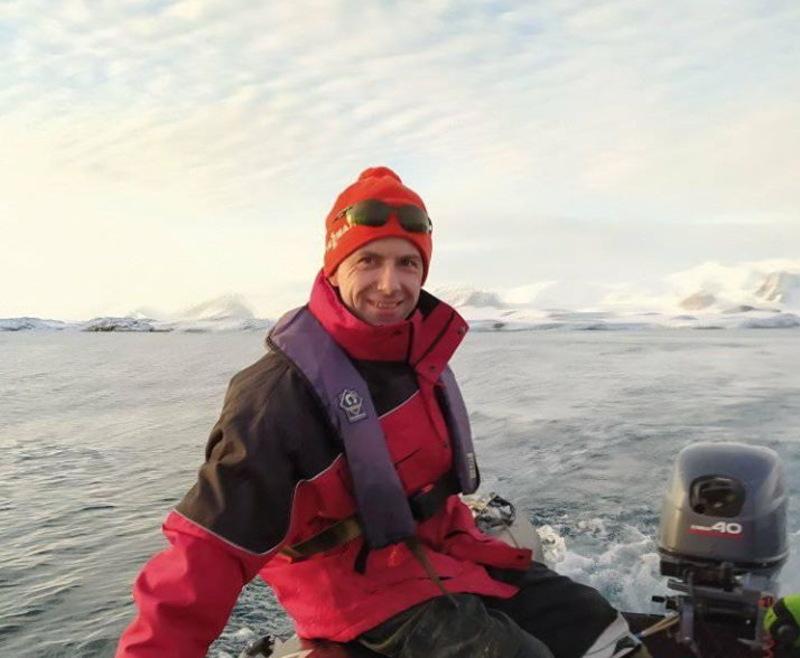 Максим принагідно передає усім мешканцям Хмельниччини вітання з арктичної експедиції