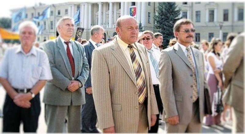 У 1994 році жителі міста Шепетівки обрали Валентина Грищука міським головою