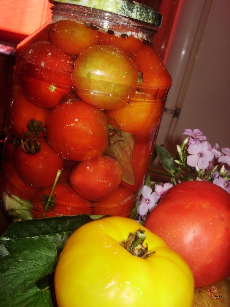 Ці помідори дійсно виходять неймовірними, як газовані! Ми жартома називаємо їх «похмільними», оскільки смачнішого маринаду я ще не пробувала.