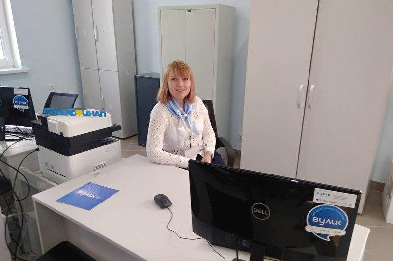 Центр надання адмінпослуг обладнаний новими меблями та оргтехнікою