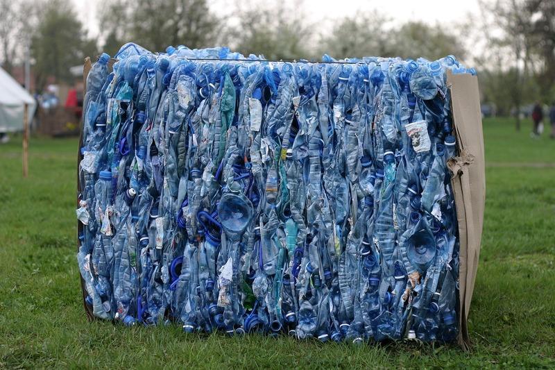 Пластик відправляють на переробку