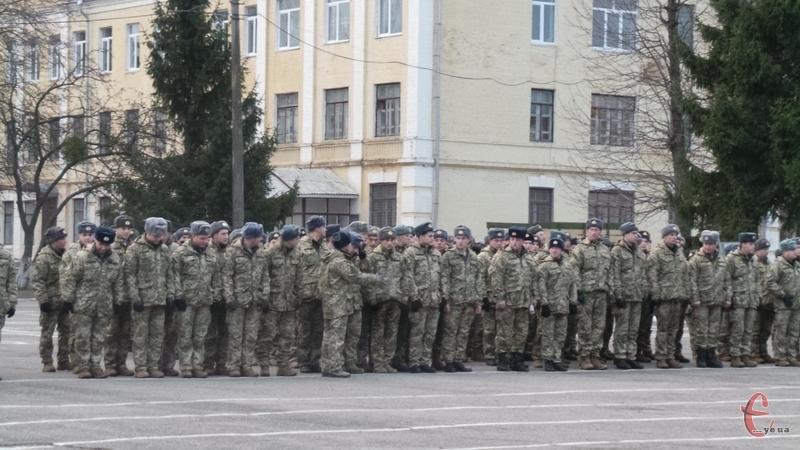 Після навчання контрактників відправлять в бойові частини ЗСУ