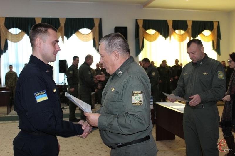 Єдиним представником загону морської охорони, який отримав диплом магістра був офіцер Денис Захарчук.