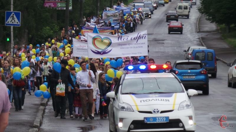 Колону супроводжували поліцейські