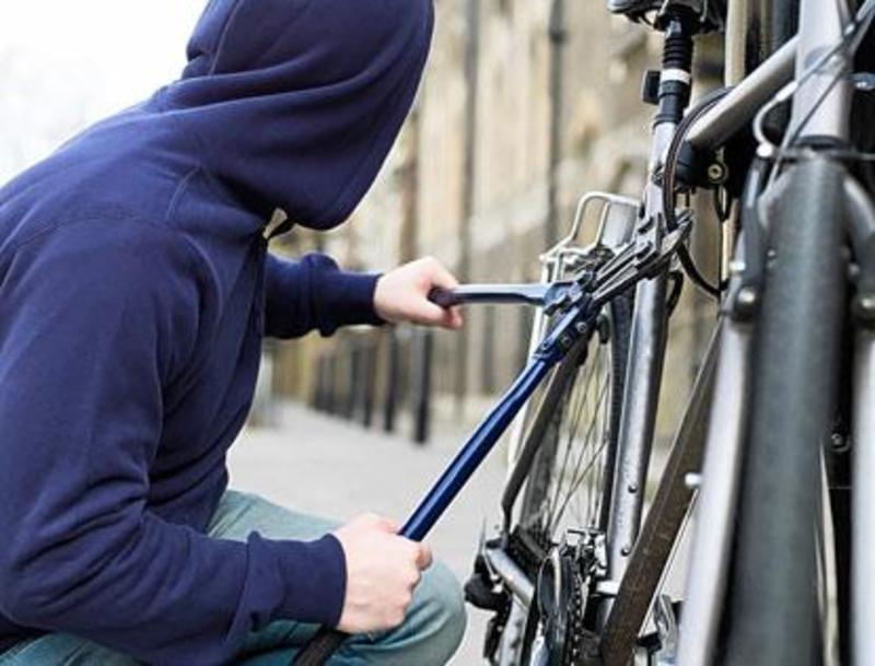 Чемеровецький райсуд виніс вирок серійним неповнолітнім викрадачам велосипедів.