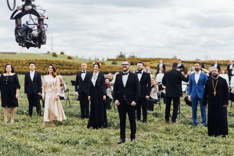 Пономарьов об'єднав 10 українських зірок, які заспівали різними мовами в одній відеороботі