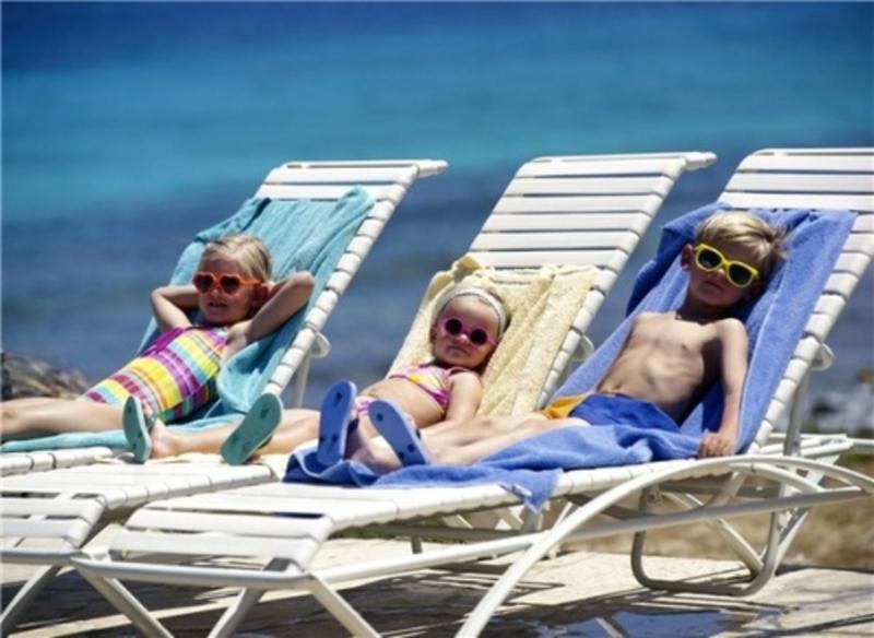 Стежте, щоб діти не перегрівались на сонці
