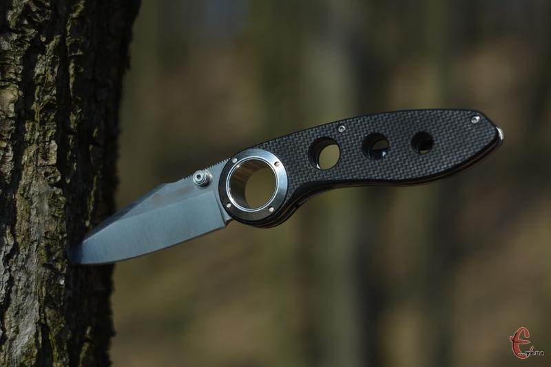 За допомогою ножа у поході можна зробити багато корисних справ
